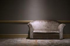 Sofa i lokalen Fotografering för Bildbyråer