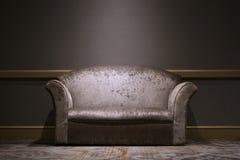 Sofa i lokalen Royaltyfri Bild