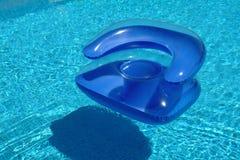 Sofa im Schwimmbad Stockfoto