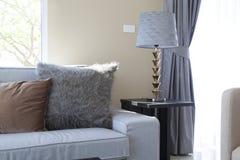Sofa mit Kissen Lizenzfreie Stockbilder