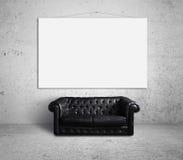 Sofa och affisch Royaltyfri Fotografi