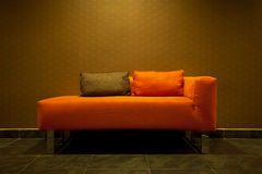 Sofa orange vide Photo libre de droits