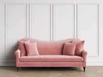 Sofa rose classique dans l'intérieur classique avec l'espace de copie illustration libre de droits
