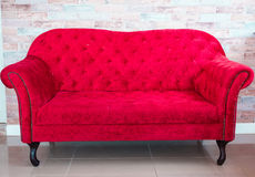 Sofa rouge Photographie stock