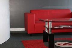 Sofa rouge Photo libre de droits