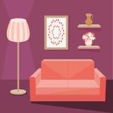 Sofa rouge dans la salle de séjour Image stock