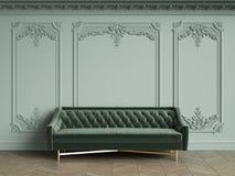 Sofa tufté vert dans l'intérieur classique de vintage avec l'espace de copie illustration de vecteur