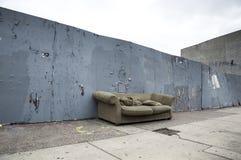Sofa On uma rua Imagens de Stock