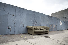 Sofa On una via immagini stock