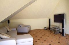 Sofa und ein Heimkino lizenzfreie stockbilder