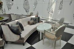 Sofa und Stuhl lizenzfreies stockbild