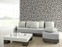 Sofa und Tabelle nahe der Wand Lizenzfreies Stockfoto