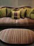 Sofa vert et présidence assortie - intérieurs à la maison photos stock