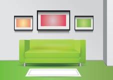 Sofa vert réaliste avec le lampadaire, le tapis et trois photoframes sur le mur Illustration intérieure de vecteur Image stock