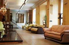 Sofas et fauteuils neufs Photos libres de droits