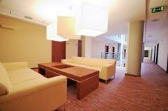 Sofas i lyxigt hotell arkivfoton