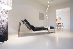 Soffa i modern design arkivbild