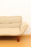 soffa i vardagsrummet Fotografering för Bildbyråer