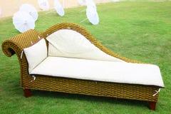 Soffa på en gräsmatta Fotografering för Bildbyråer
