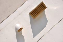 Soffiatura ed ombra sulla parete Fotografie Stock