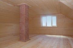 Soffitta recentemente costruita ed affrontata con il camino del mattone e la finestra della plastica Immagini Stock