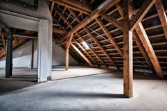 Soffitta vuota della casa fotografia stock