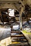 Soffitto crollato nella stanza Immagini Stock