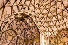 Soffitto della Camera storica famosa di Tabatabaei in Kashan, Iran Fotografia Stock
