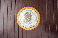 Soffitto della lampada sul soffitto di legno Fotografia Stock Libera da Diritti