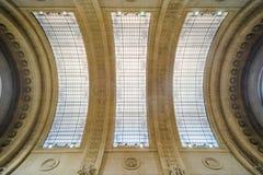 Soffitto di vetro della stazione centrale di Milano fotografia stock libera da diritti