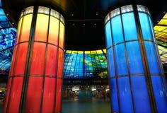 Soffitto di vetro variopinto e colonne del lavoro Fotografia Stock Libera da Diritti