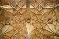 Soffitto geometrico in una cattedrale Fotografia Stock