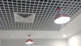 Soffitto interno progettato molto piacevole con legno fotografia stock