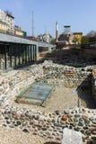 SOFIA, ΒΟΥΛΓΑΡΙΑ - 13 ΑΠΡΙΛΊΟΥ 2018: Μουσουλμανικό τέμενος Bashi Banya και καταστροφές αρχαίου Serdica στη Sofia Στοκ Εικόνες