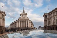 SOFIA BUŁGARIA, LUTY, - 15, 2018: kwadratowy Nezavisimost z poprzednim partia komunistyczna domem w Sofia, Bułgaria Sofia jest obraz stock