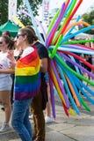 Sofia, Bułgaria/- 10 2019 Czerwiec: Grupa ludzi w festiwalu z tęcza balonami Poparcia LGBT koncert w Sofia, Bułgaria zdjęcie royalty free