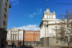 SOFIA BUŁGARIA, LUTY, - 5, 2017: Zima widok budynki rada ministrów i Poprzedni partia komunistyczna dom w Sofia Zdjęcia Royalty Free