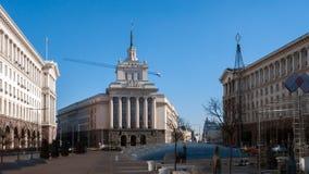 SOFIA, BULGARIA - 20 DICEMBRE 2016: Costruzioni del Consiglio dei Ministri e di precedente Camera del partito comunista a Sofia Immagini Stock Libere da Diritti