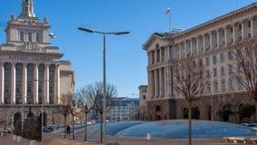 SOFIA, BULGARIA - 20 DICEMBRE 2016: Costruzioni del Consiglio dei Ministri e di precedente Camera del partito comunista a Sofia Immagini Stock