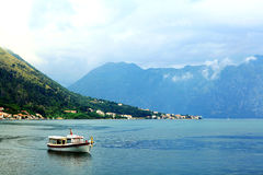 Sofia, BULGARIE - 15 juin : Voyage de touristes de bateau d'excursion sur un jn de yacht le 16 juin 2014 Photographie stock libre de droits