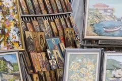 SOFIA BULGARIEN APRIL 14, 2016: Den Wood gjorda ortodoxa klosterbrodern smärtar Arkivbilder