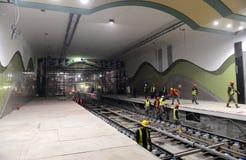 Sofia, Bulgarien - 19. April 2016: Die Eisenbahn der U-Bahn während der letzten Schritte des Tunnelbaus Stockbilder