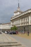 SOFIA BULGARIEN - APRIL 14: En arkitektonisk helhet av tre S Royaltyfria Foton