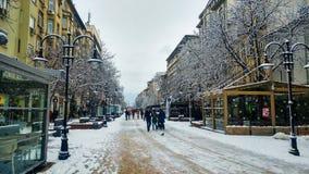 Sofia Bulgarien - Januari 22, 2018: Sofia fot- gå str royaltyfria foton
