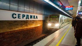 Sofia Bulgarien - Januari 22, 2018: Sedika tunnelbanastation i Sofi royaltyfria bilder