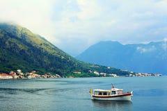 Sofia, BULGARIEN - 15. Juni: Touristische Exkursionsbootsreise auf einem Yacht jn am 16. Juni 2014 Stockfotografie