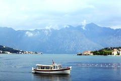 Sofia, BULGARIEN - 15. Juni: Touristische Exkursionsbootsreise auf einem Yacht jn am 16. Juni 2014 Lizenzfreie Stockfotos