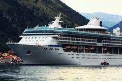 Sofia BULGARIEN - JUNI 15: Turist- utfärdfartygtur på en yachtjn Juni 16, 2014 Royaltyfri Bild