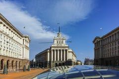 SOFIA, BULGARIEN - 17. MÄRZ 2018: Gebäude des Ministerrats und des ehemaligen kommunistische Partei-Hauses in Sofia Lizenzfreies Stockfoto