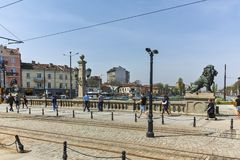 SOFIA, BULGARIJE - APRIL 13, 2018: Panorama van Leeuw` s Brug over Vladaya-rivier, Sofia Stock Foto